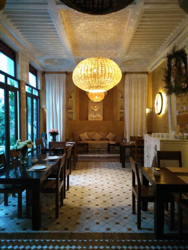 sala da pranzo in stile arabo