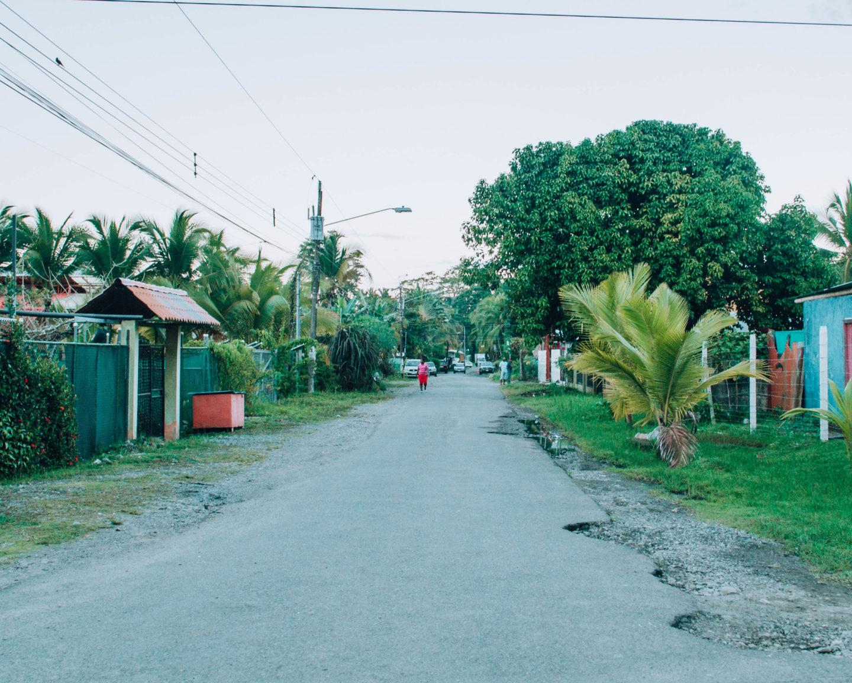 strada di un piccolo villaggio
