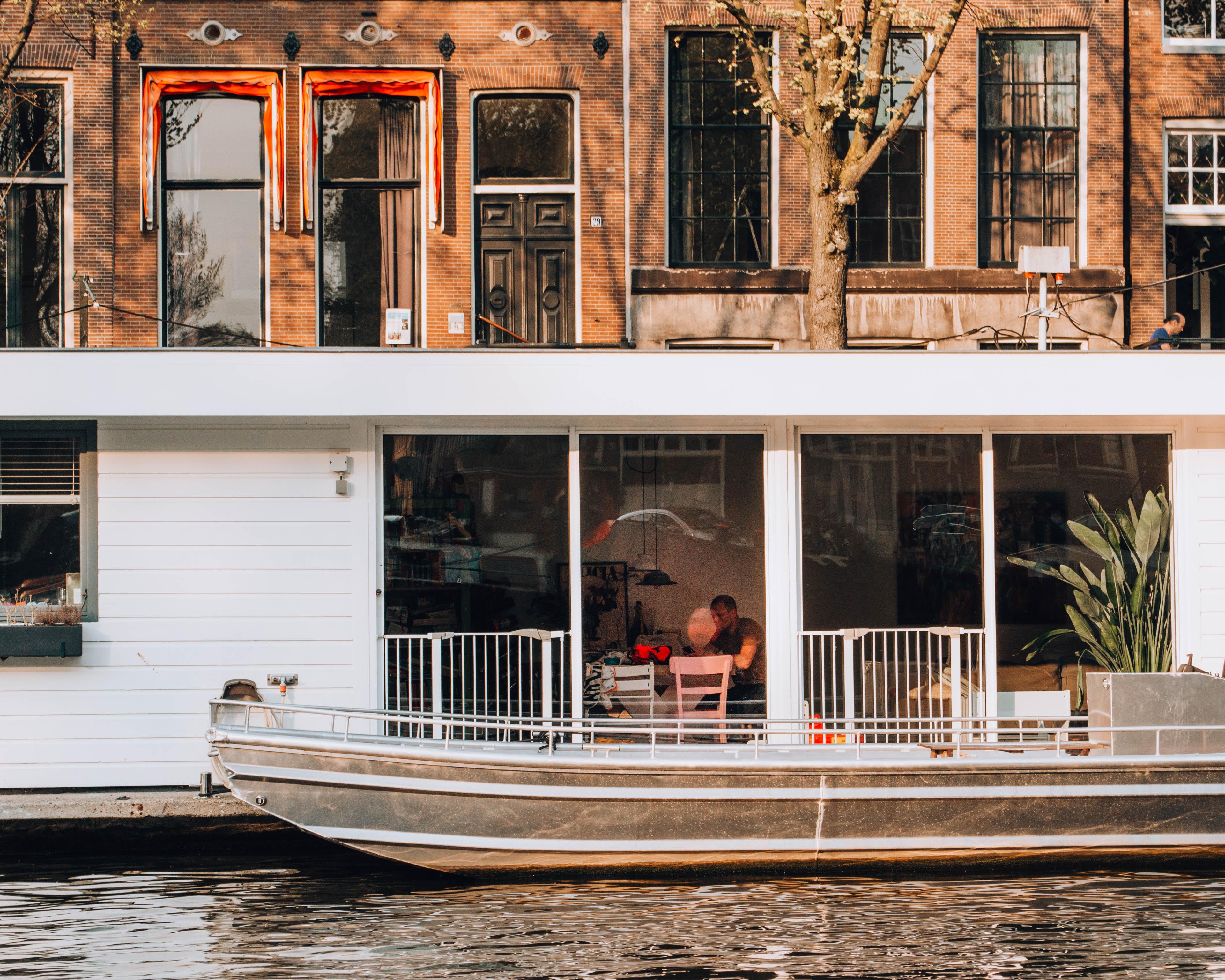 interno di un'abitazione visto dai canali
