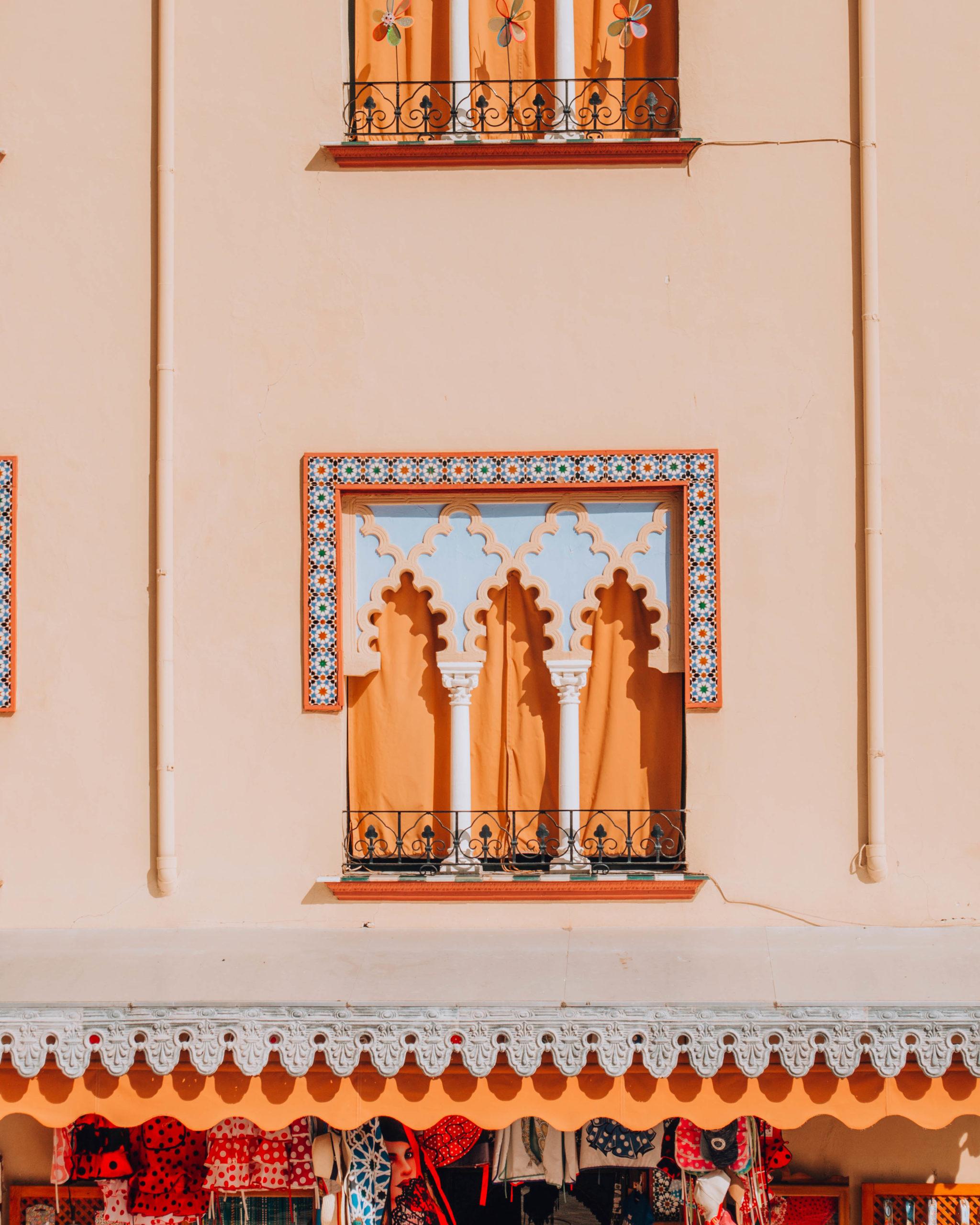 Decorazione di un palazzo in stile arabeggiante