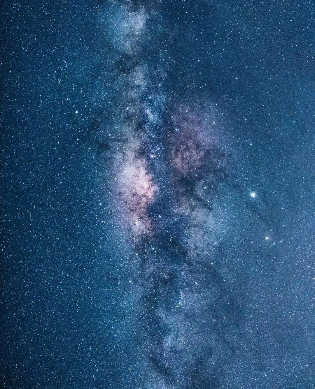 cielo stellato e via lattea ben evidente