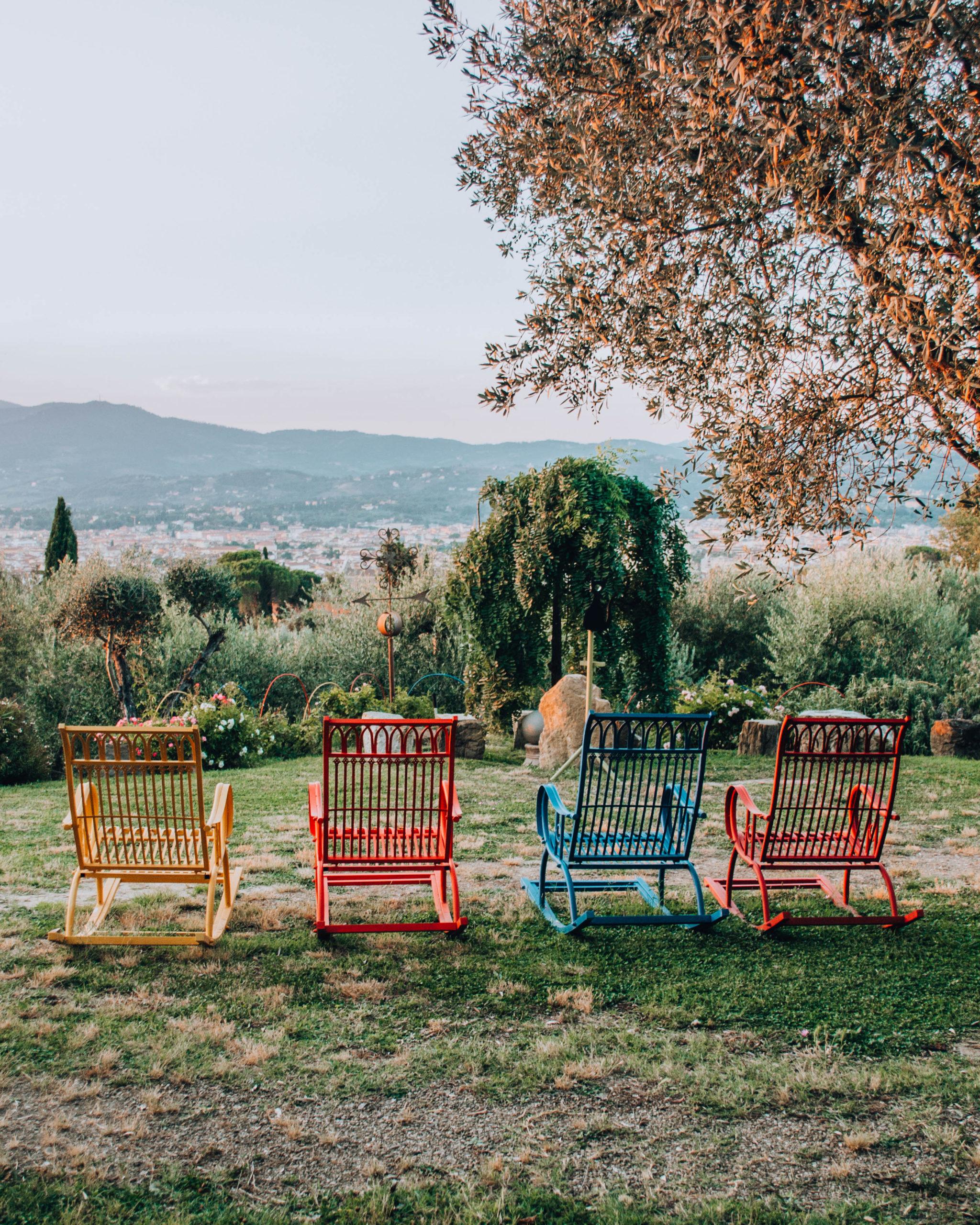 sedute colorate con vista