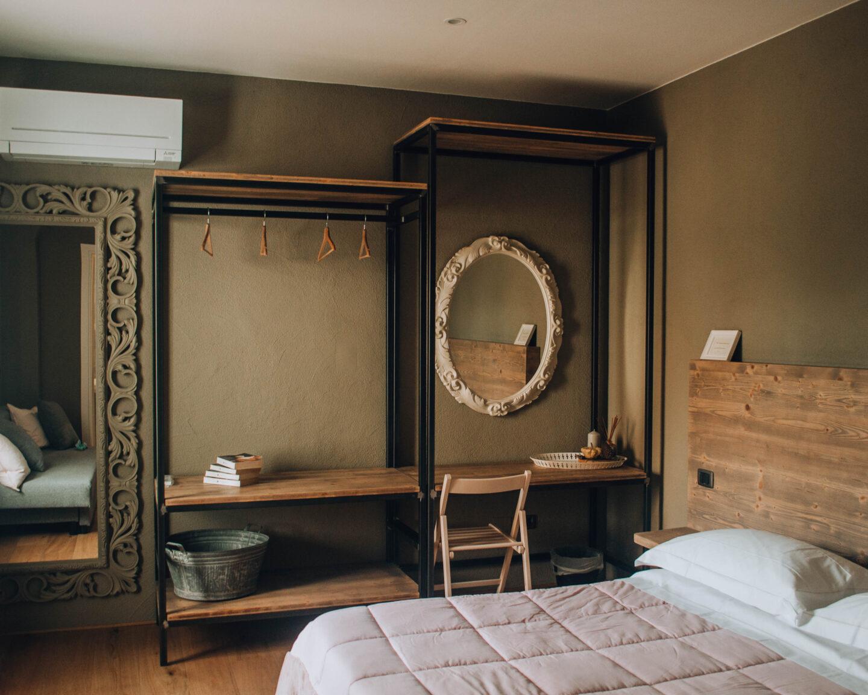interno di stanza in legno
