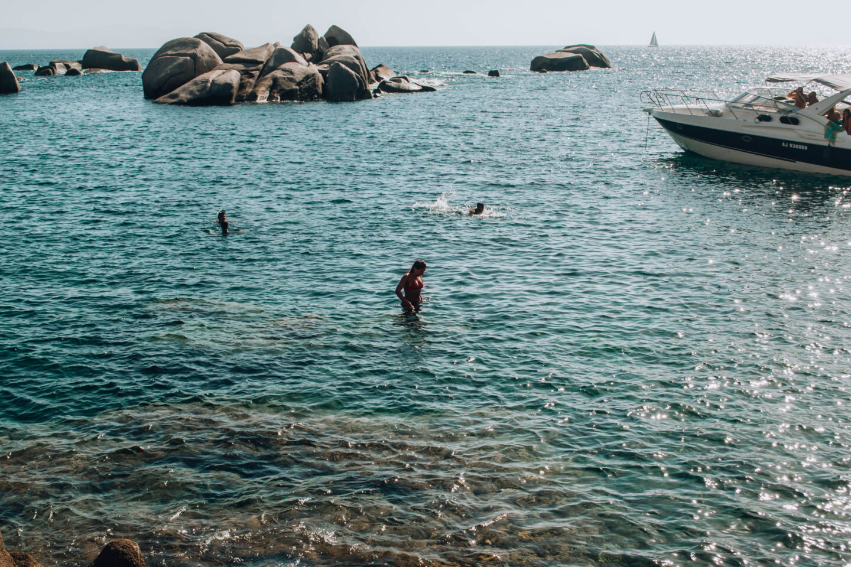 ragazza in mare