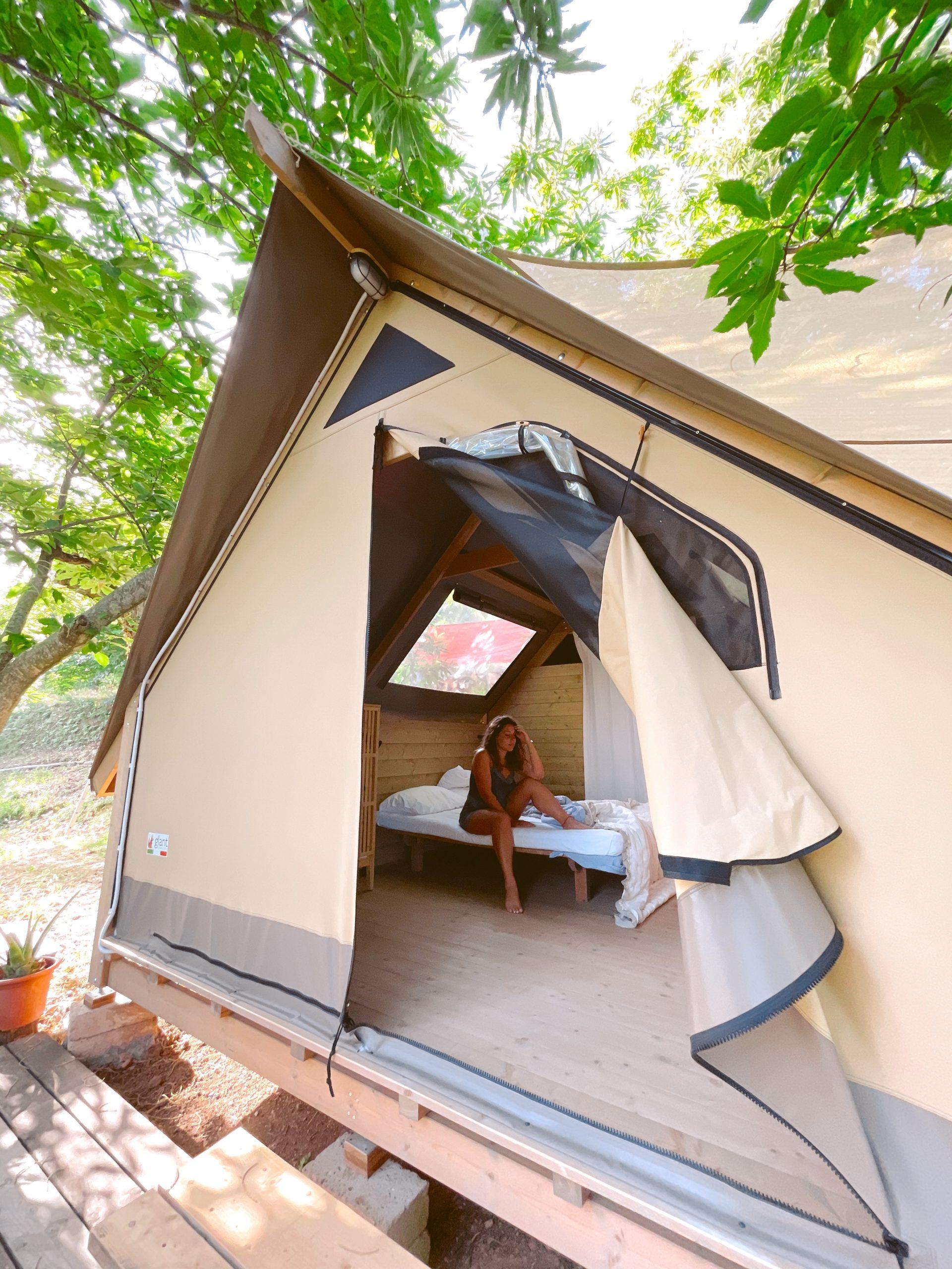 interno di una tenda glamping